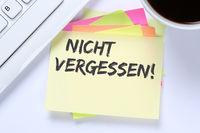 Nicht vergessen Termin erinnern Erinnerung Notiz Notizzettel Business Schreibtisch