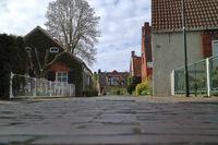 Dorfstraße im Warfendorf Rysum, Ostfriesland
