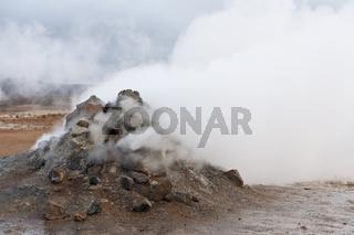 Island, dampfende Solfatare bei Hverarönd