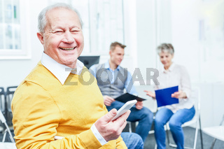 Erfolgreicher Manager freut sich