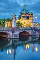 Die Schlossbrücke und der Dom in Berlin
