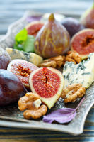 Ripe figs, walnuts and blue cheese on the tray.