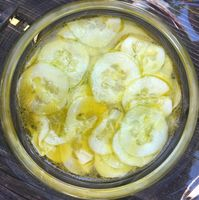 Frischer Gurkensalat mit Essig/Öl Dressing