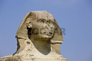 Grosse Sphinx von Gizeh vor der Cheops Pyramide