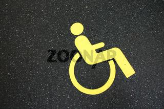 Rollstuhlfahrer Parkplatz