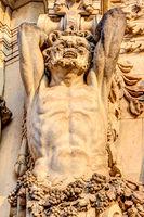 Detailansicht einer Sandsteinfigur im Zwinger, Dresden