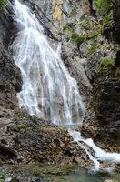 Wasserfall im Hoehenbachtal; Lechtal; Oesterreich