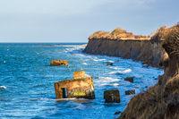 Bunker an der Küste der Ostsee an einem stürmischen Tag