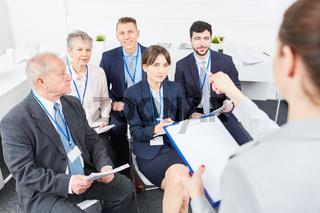 Gruppe Geschäftsleute in einem Workshop