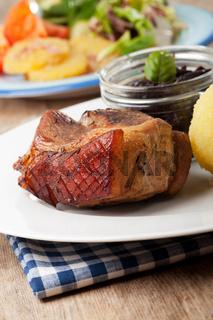 bayerischer Schweinebraten mit Knödel