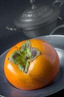 Eine Kakifrucht