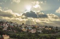 Dorf in Gran Canaria beim Sonnenuntergang