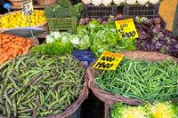 Gemüse und Salat auf einem Markt in Valparaiso