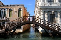 Holzbrücke bei Casa Rezzonico, Venedig