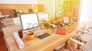 Computer Monitor auf Schreibtisch in Coworking Space