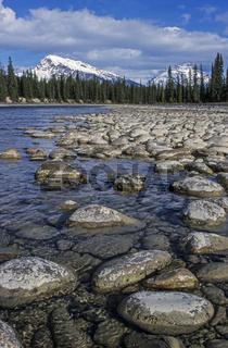Athabasca River mit Mt.Hardisty und Mt.Kerkeslin / Jasper Nationalpark  -  Kanada