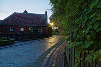 Abends in Rysum, ein Warfendorf in Ostfriesland