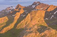 Abendstimmung ueber Berggipfeln, Moskenesoeya, Lofoten