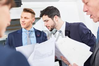Gruppe Geschäftsleute und Berater