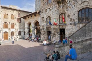 Palazzo del Popollo in San Gimignano an der Piazza di Domo, Toskana, Italien