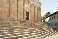 Imposante Treppe zur Kathedrale San Cerbone in Massa Marittima, Toskana, Italien
