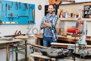 Stolzer Handwerker und Schreiner
