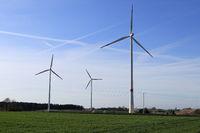Windpark mit Himmel