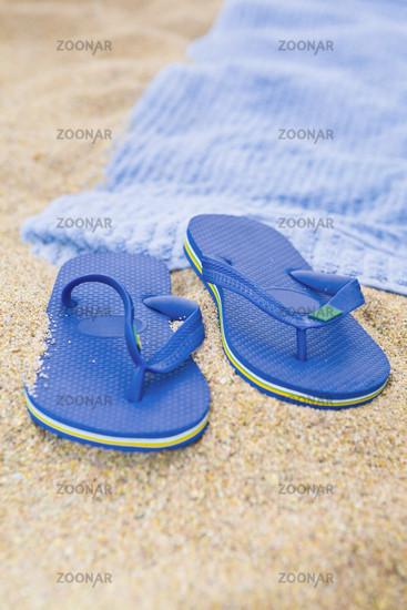 2b999350c4756 Foto Flip flops am Strand Bild  1092550