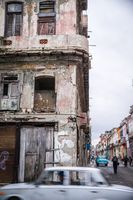 Grey oldtimer in front of aged facade in Havana, Cuba