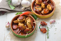 Pinchos mit Schweinefilet und Chorizo