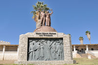 Genozid-Denkmal vor der Alten Feste in Windhoek Namibia