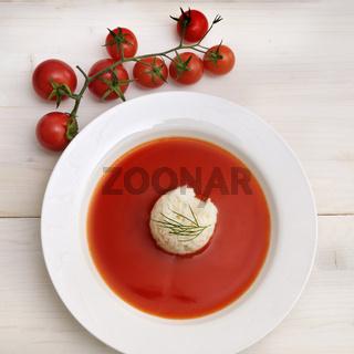 Tomatensuppe und Tomaten