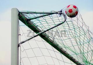 Fussball im Tordreieck