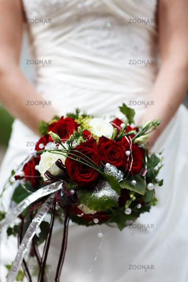 Brautstrauß weisse rote Rosen
