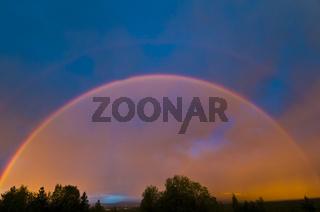 regenbogen ueber landschaft in gaellivare, lappland, schweden, rainbow at landscape in lapland, sweden