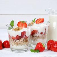 Erdbeerjoghurt Erdbeer Joghurt Jogurt Erdbeeren Glas Früchte Müsli Quadrat Frühstück