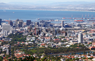 Blick hinab auf Kapstadt, Südafrika, view over Cape Town, South Africa