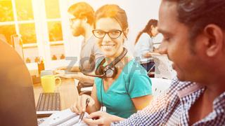 Callcenter Team in Indien macht Kundendienst