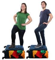 Junge Leute Menschen Koffer packen Reise reisen verreisen Urlaub jung Freisteller