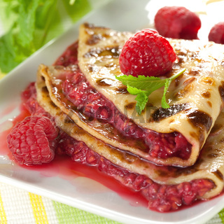 Eierkuchen mit Himbeeren / pancake with raspberries