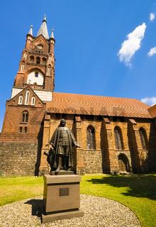 Paul-Gerhardt-Denkmal vor St.-Moritz-Kirche, Mittenwalde, Landkreis Dahme-Spreewald, Brandenburg, Deutschland