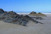 felsiger Strand am Atlantik, Frankreich