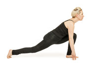 Yoga Frau in schwarz_ashva sancalanasana