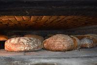 Holzbackofen; Holzofenbrot; Brotlaibe; loaves of bread;