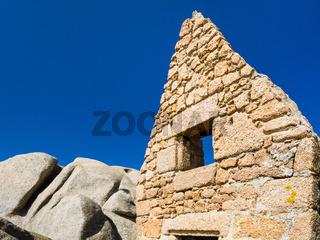 old ruined breton stone house in Ploumanach