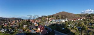 Panorama der Stadt Wernigerode mit Berg Brocken