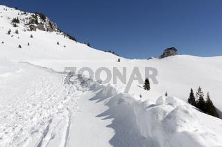 Weg hinauf zum Rotwandhaus im Winter