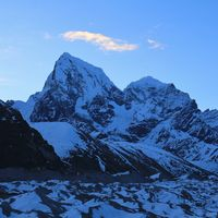 High mountains Cholatse and Taboche in early morning. View from Gokyo, Nepal.