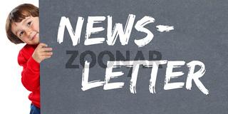 Newsletter bestellen im Internet Marketing Kampagne Kind kleiner Junge Schild