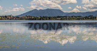 Ausblick auf Hopfen am See bei Füssen im Allgäu